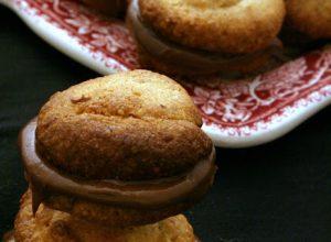 Biscotti di Nocciole farciti alla Nutella
